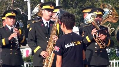 Taksim Meydanı'nda 30 Ağustos Zafer Bayramı gösterisi...Hasdal 52. Tümen Bandosu vatandaşlara konser verdi