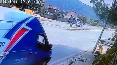 Elektrikli bisiklet ile otomobil çarpıştı - BURSA