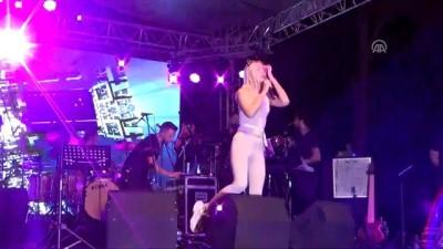 Aleyna Tilki, Gülüç Beldesi'nde konser verdi - ZONGULDAK