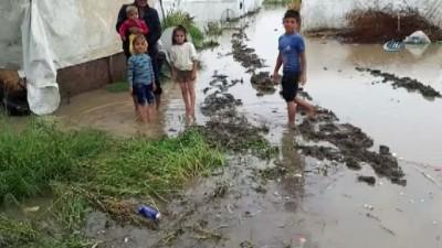 Mevsimlik işçilerin çadırlarını sel bastı, çocuklar son anda kurtarıldı