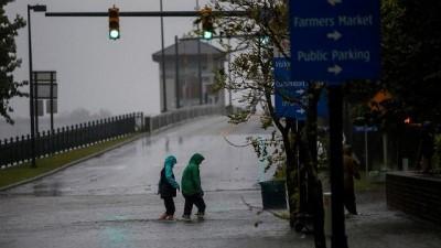 - Florence kasırgası karaya ulaştı, kıyı bölgeleri sular altında