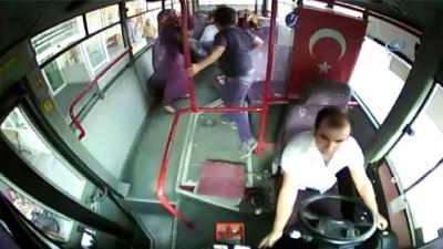 Otobüs şoförüne tepki gösterdi, fenalaştı, hastaneye tepki gösterdiği şoför yetiştirdi...O anlar kamerada
