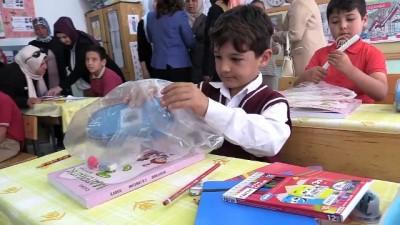 Köy okulu öğrencilerine kırtasiye yardımı - ÇORUM
