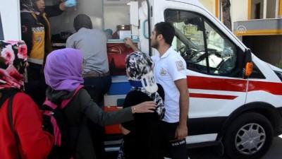 Otomobil öğrenci servisiyle çarpıştı: 4 öğrenci yaralandı - KARAMAN