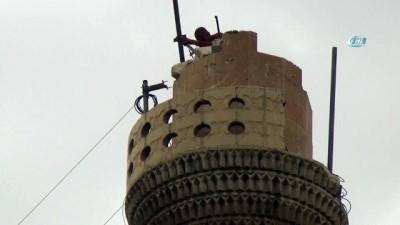 Cami minaresinde yürekleri ağza getirdi