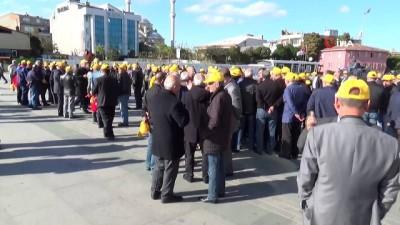 Taksici esnafı 'Uber' davası öncesi adliye önünde toplandı