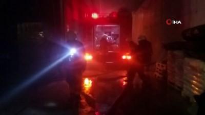 Silivri'de sünger üretimi yapan fabrikada korkutan yangın