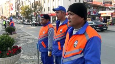Temizlik işçilerinden Ata'ya saygı