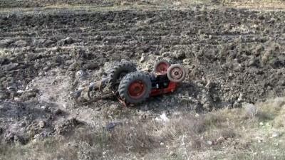 Traktör şarampole devrildi: 1 ölü, 1 yaralı - BALIKESİR