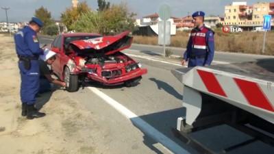 Manavgat'ta 6 kişinin yaralandığı kazada iki aracın çarpışma anı kamerada
