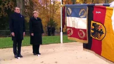 - Macron ve Merkel'den sembolik görüşme
