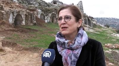 Roma dönemi mezarları gün yüzüne çıkarılıyor - HATAY