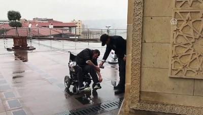 Abdest almakta zorlanan engelliye polis yardım etti - ANKARA