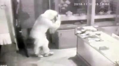 İzmir'de kuyumcu soygunu - Olay anı güvenlik kamerasında - İZMİR