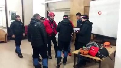 Demirkazık'ta dağcıların üzerine çığ düştü