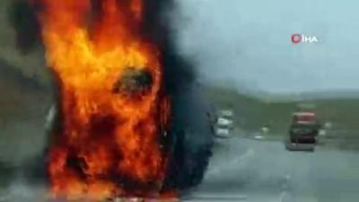 Seyir halinde ateş topuna dönen nişasta yüklü tır küle döndü