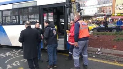 Ankara'da belediye otobüsü yayalara çarptı (3)