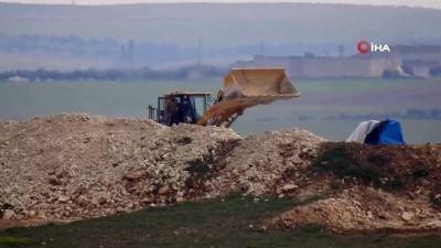 YPG'li Teröristler Hendek Kazarken Görüntülendi- İş Makineleri İle Hendek Mesaisi