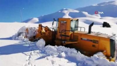 Karla kaplı yol 4 günde açıldı