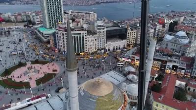 Taksim Camii'nin minaresinin külahı yerleştirildi...Caminin son hali havadan görüntülendi