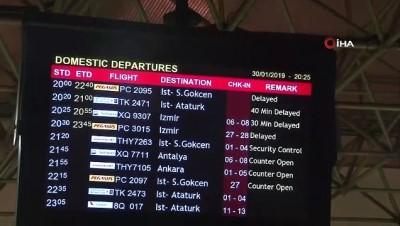 Sağanak yağış Adana'da uçak seferlerini iptal ettirdi