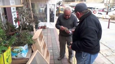 86'lık marangoz dede askerde öğrendiği mesleğini yarım asırdır sürdürüyor