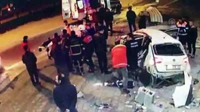 Otomobil direğe ve iş yerine çarptı: 2 yaralı - ADANA