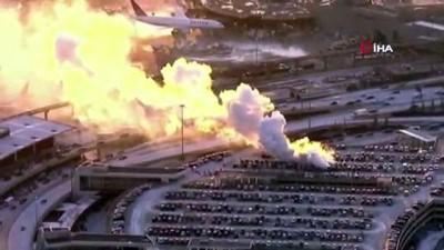 - ABD'nin New Jersey eyaletindeki Newark Liberty Uluslararası Havalimanı'nın otoparkında yangın çıktı. Park halindeki araçlar alev aldı.