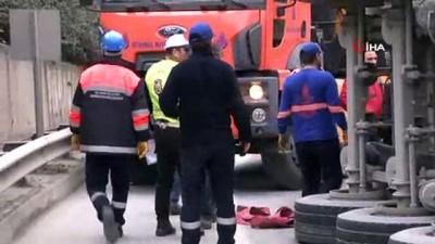 - TEM Otoyolu'nda tır devrildi trafik felç oldu