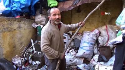 Çöp evden mermilerle birlikte yüzlerce kağıt ve madeni para çıktı