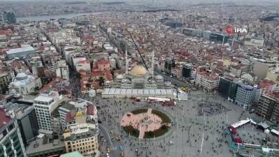 Taksim Camii'nin minarelerinin külahları yerleştirildi...Minarelere külahların yerleştirildiği anlar havadan görüntülendi
