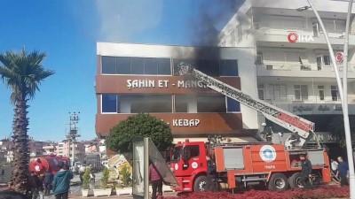 Mangal ateşinden çıkan yangında 3 işçi dumandan etkilendi