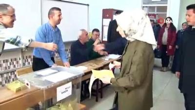 - AK Parti Genel Başkan Yardımcısı Usta, oyunu kullandı