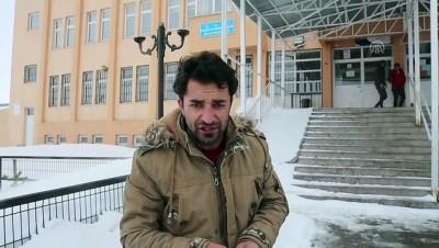 Vatandaşlar sandığa kar yağışı altında gidiyor - ARDAHAN