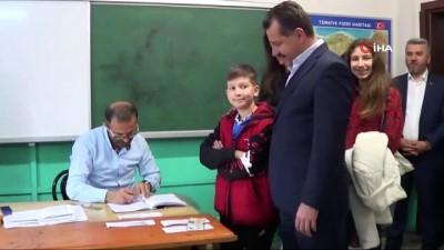 Cumhur İttifakı Büyükşehir Adayı Yücel Yılmaz oyunu kullandı