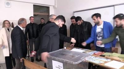 Türkiye sandık başında - Vali Gündüzöz oyunu kullandı - MUŞ
