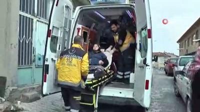 67 yaşındaki yaşlı kadın oyunu kullanmak için ambulans ile geldi