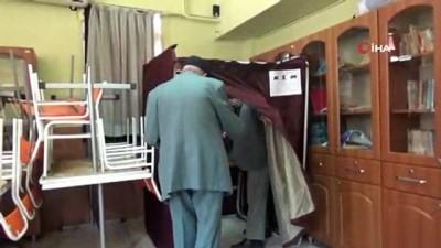 105 yaşındaki Bektaş Ergül sandık başına giderek oyunu kullandı