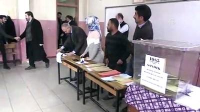 Türkiye sandık başında - Savcı Sayan oyunu kullandı - AĞRI