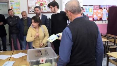 CHP Genel Başkan Yardımcısı Ağbaba, oyunu kullandı - MALATYA