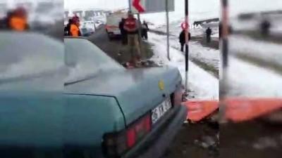 Otomobil ters yönden gelen ticari taksi ile çarpıştı: 2 ölü, 3 yaralı