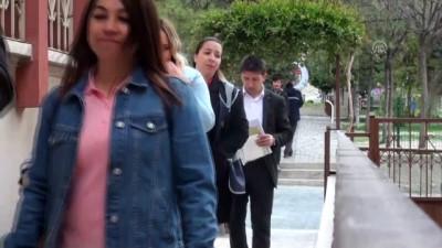 Türkiye sandık başında - Engelli vatandaşlar oyunu evinde kullandı - ANKARA