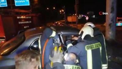 Otomobiller kavşakta çarpıştı, ortalık savaş alanına döndü: 4 yaralı
