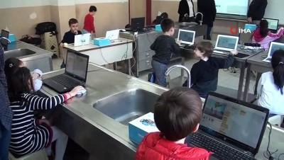 Robotik kodlama projeleriyle yarışmalara hazırlanıyorlar