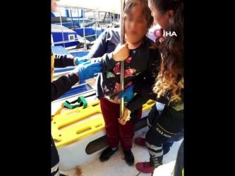 Vücuduna teknenin korkuluğu saplanan 14 yaşındaki çocuğu itfaiye kurtardı