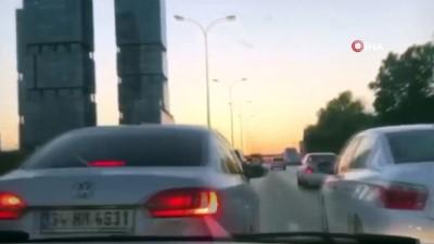 Trafikte sürücülerin makas atma yarışı kamerada