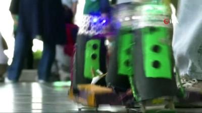 Köyden taşımalı eğitimle ilçe merkezine okula gelen bilim kaşifleri robot fuarı açtı