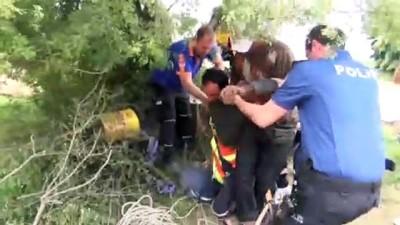 Temizlik için indiği kuyuda mahsur kalan kişi kurtarıldı - MUĞLA