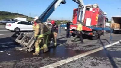 TEM otoyolunda zincirleme kazada 3 kamyon çarpıştı: 1 yaralı