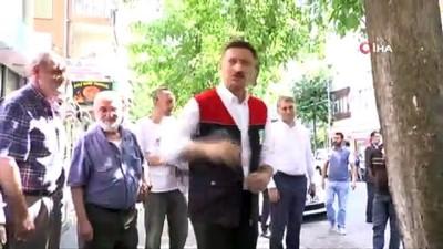 Bahçelievler Belediye Başkanı Bahadır, caddeyi yıkadı